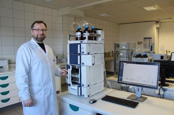 Analytik mit Hochleistungs-flüssigkeitschromatographie (HPLC)