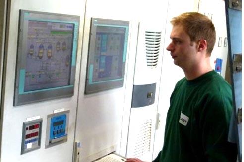 Kontrolle der Prozessparameter an der CO2-Extraktionsanlage